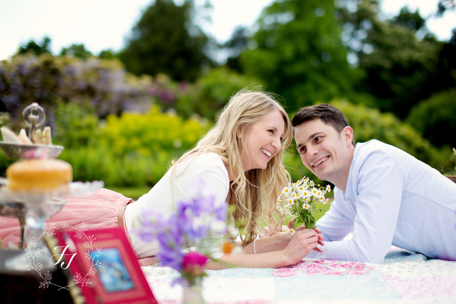 A_Picnic_Themed_Engagment_Shoot_at_Hylands_House