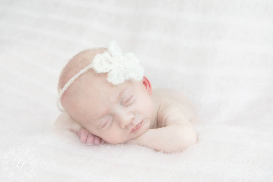 Newborn_baby_triplet_photograph_07