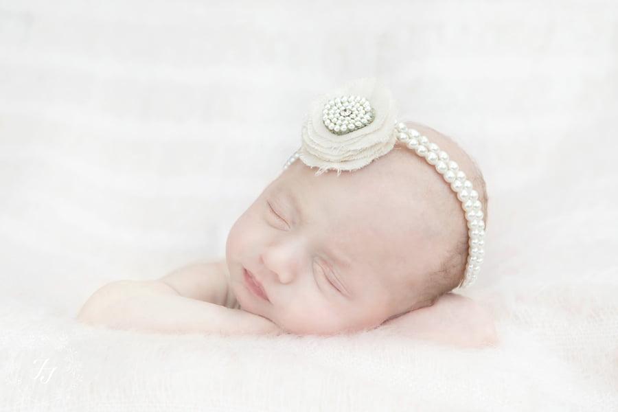 Newborn_baby_triplet_photograph_08