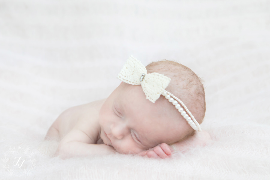 Newborn_baby_triplet_photograph_09