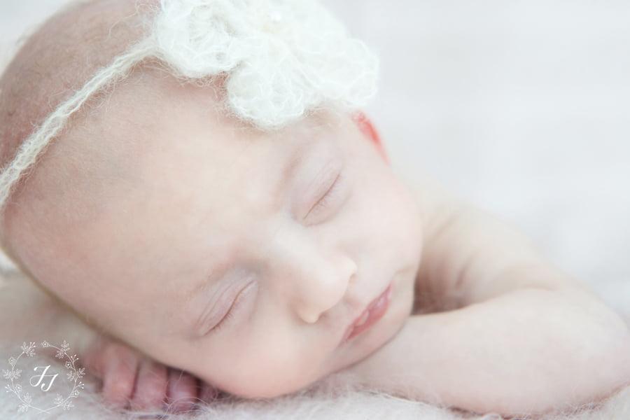 Newborn_baby_triplet_photograph_12