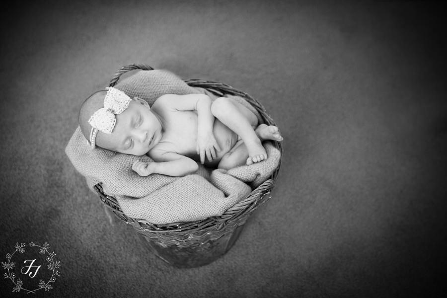 Newborn_baby_triplet_photograph_24