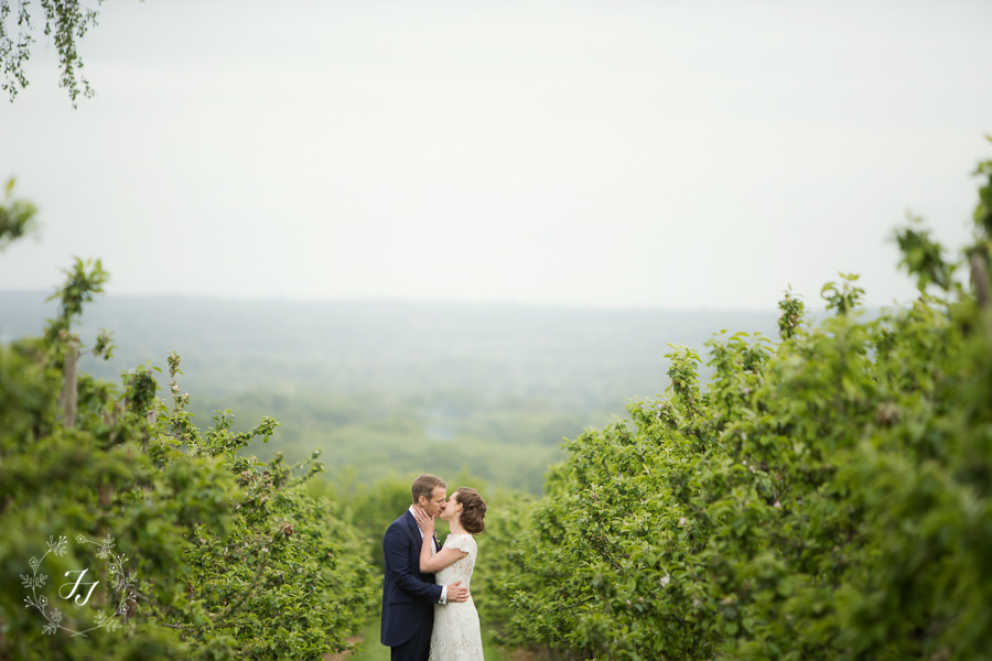 Tipi_wedding_in_vineyard_098