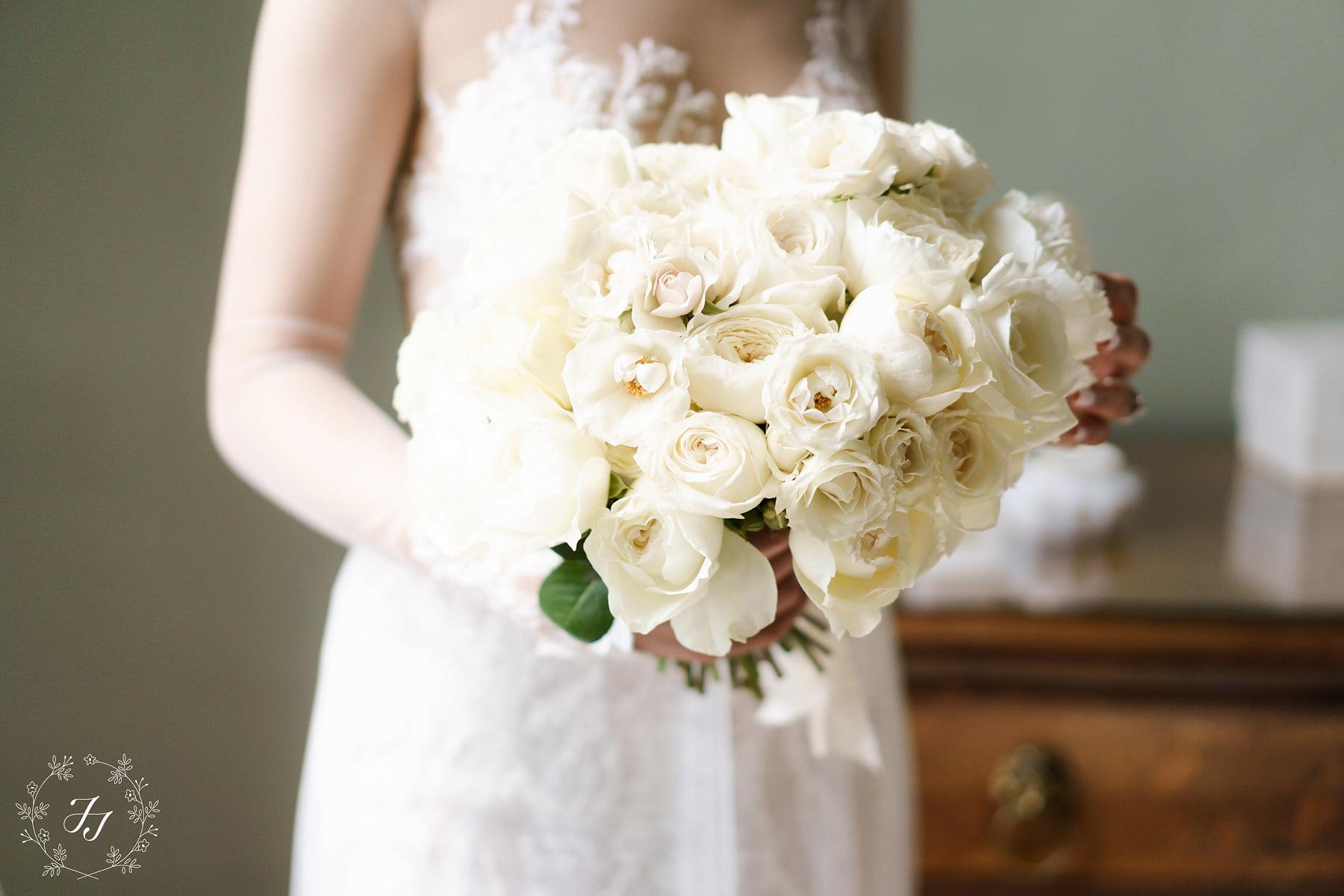 Zeenat holding her white modern rose bouquet
